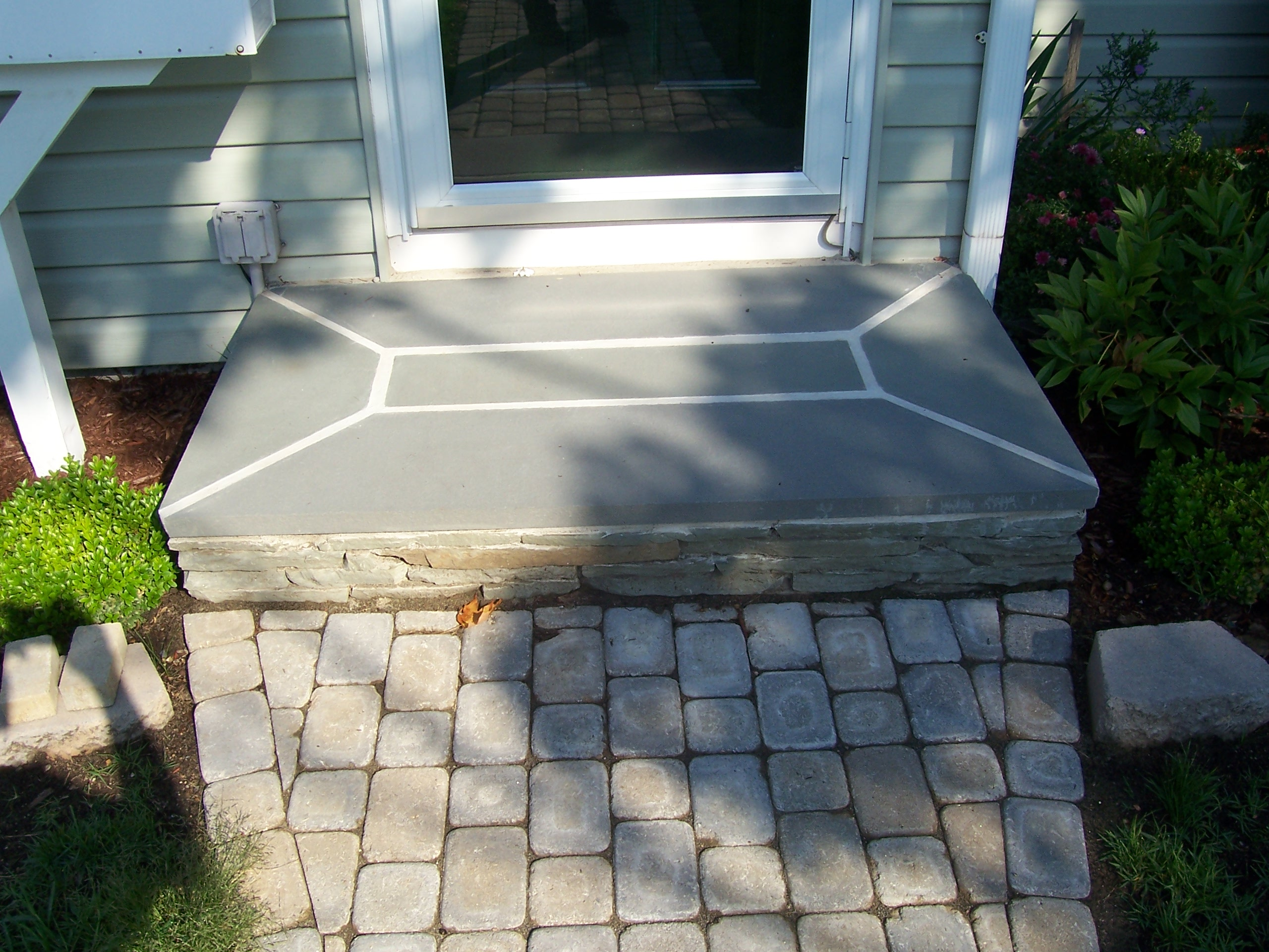New walkway landing country landscaping llc for Removing concrete walkway